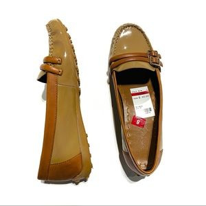 Tahari leather gloss loafers rubber sole brown